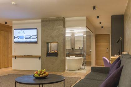 Kaminverbau und Wände im Kosis Sports Lifestyle Hotel