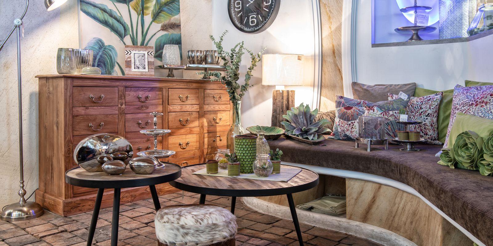 In unserem Geschäft finden Sie Möbel & Accessoires